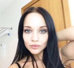 Девушка ищет мужчину для встречи в формате БДСМ